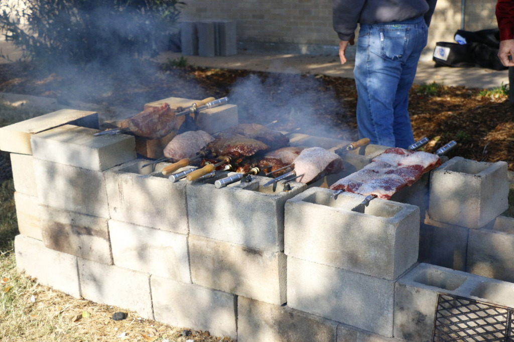 Cinder-block pit for Brazilian barbecue